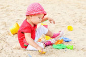 Girl playing in sand — Stock Photo