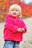 Toddler girl in fall park — Stock Photo