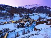 Dağlarda kayak merkezi sölden avusturya - gün batımı — Stok fotoğraf