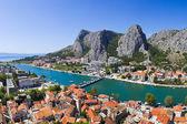 Ciudad omis en croacia — Foto de Stock