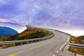 φανταστική γέφυρα στο δρόμο ατλαντικού στη νορβηγία — Φωτογραφία Αρχείου