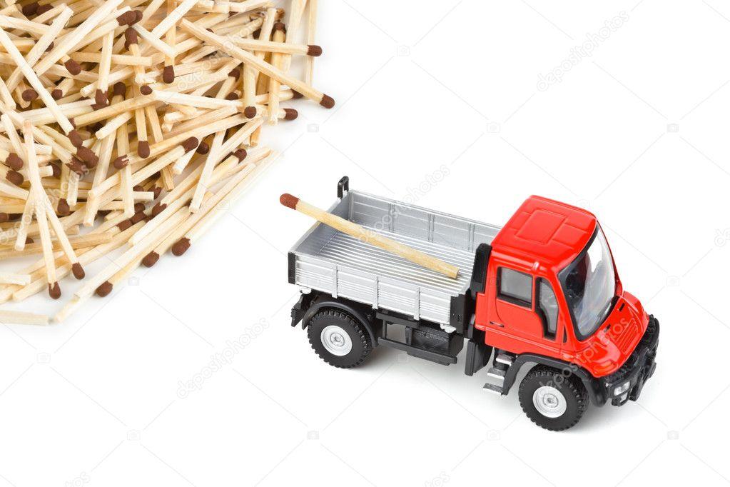 玩具车卡车和孤立在白色背景上的匹配