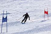 Skidåkare på bergen ski resort innsbruck - österrike — Stockfoto