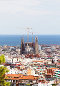 Barcelona city view with Sagrada Familia cathedral and Mediterr — Stock Photo