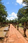 Banteay srei templet entré väg — Stockfoto