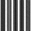 Black and white seamless truck tyre tracks template. — Vector de stock