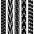 Black and white seamless truck tyre tracks template. — Vettoriale Stock