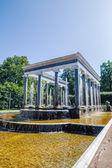 The lion fountain in Peterhof lower park, Saint-Petersburg, Russ — Stock Photo