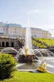 Samson fountain in Peterhof lower park — Stock Photo