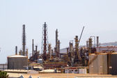 Oil processing plant in industrial zone. — 图库照片