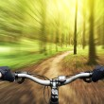 Mountain biking down hill — Stock Photo