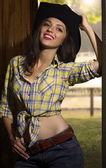 Atractiva joven sonriente en .portrait de ropa de vaquero de co — Foto de Stock