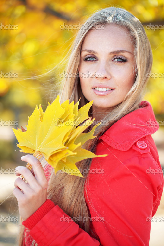 Portrait of beautiful young woman walking outdoors in autumn — Stock Photo #12779570