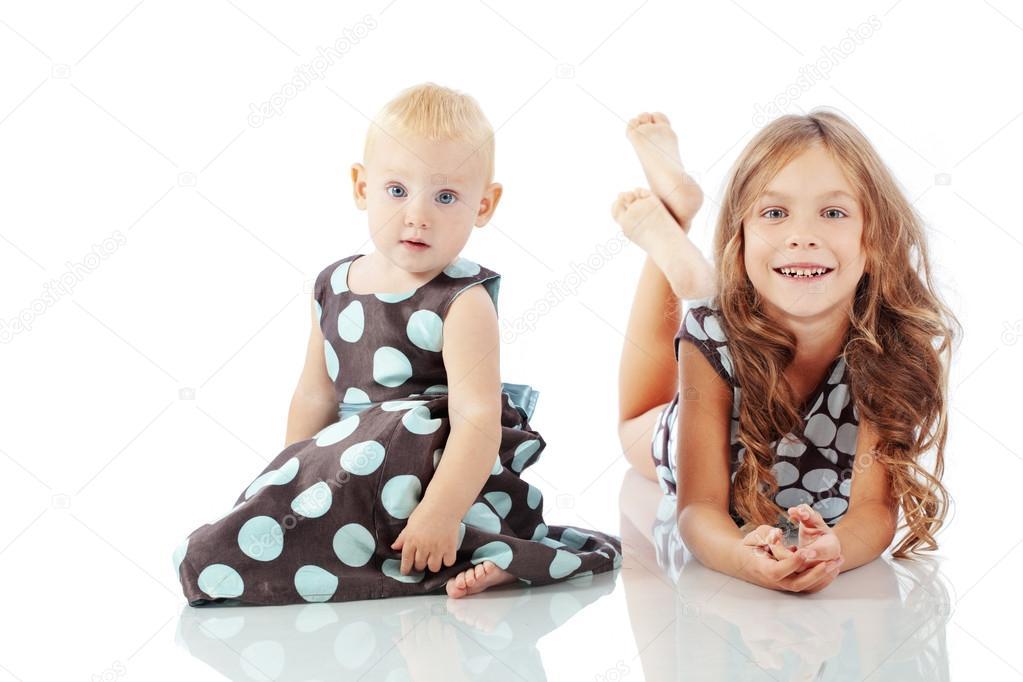 可爱时尚孩子孤立在白色背景上