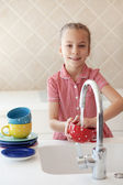 Little girl washing the dishes — Stock Photo