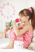 Kid girl with spring flower — Stock Photo