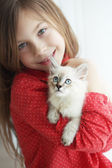 Child and kitten — Stock Photo
