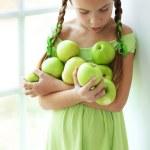malá dívka jedl jablka — Stock fotografie #35867951