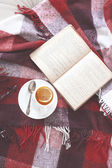 Tea and reading — Stock Photo