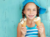 Child with ice cream — Stockfoto