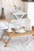 Yatakta kahve — Stok fotoğraf