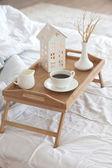 Kawa w łóżku — Zdjęcie stockowe