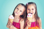 Children eating ice cream — Stock Photo