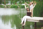Family resting near pond — Stock fotografie