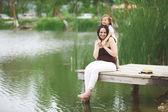 Family resting near pond — Stok fotoğraf