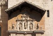 статуи над входом в собор гранады, испания — Стоковое фото