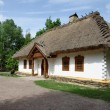 Reconstruction of a traditional farmer's house in open air museum, Kiev, Ukraine — Stock Photo