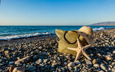 A bonnet, a bag and a seastar — Stock Photo