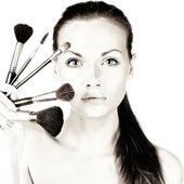 Mulher aplicar blush — Foto Stock