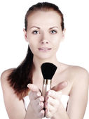 Woman applying blusher — Stockfoto