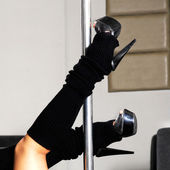 Kobieta nogi na słupie — Zdjęcie stockowe