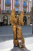 在兰布拉大道在西班牙巴塞罗那的街头艺术家 — 图库照片
