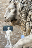 Lion at Loggia Dei Lanzi and David by Michelangelo in front of Palazzo Vecchio, Florence Italy — Stock Photo