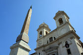 Church of Trinita dei Monti and Spanish Steps in Rome, Italy — Stock Photo