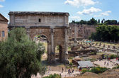 Arch of Emperor Septimius Severus and the Roman Forum in Rome, Italy — Stock Photo