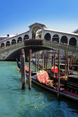 Rialto Bridge - most visited and most photographed bridge in Venice, opened in 1591. For nearly three hundred years, it was the only way to cross the Grand Canal on foot — Stock Photo
