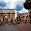 Triumphal Arch of Constantine (Arco di Costantino) and Colosseum in Palatine Hill, Rome, Italy — Stock Photo