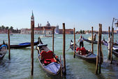 VENICE-JUNE 23: Gondolier rides gondola on the Grand canals of V — Stock Photo