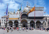 VENICE-JUNE 23: Basilica of St Mark is cathedral church of Roman — Stock Photo