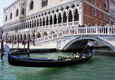 Gondola under the bridge at the Doge's Palace, Venice, Italy — Stok fotoğraf