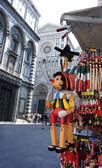 Pamiątki pinokio drewniana marionetka włoski w piazza del duom — Zdjęcie stockowe