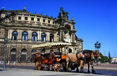 Semper Opera house and carriage with horses, Dresden, Germany — Stock Photo