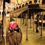 pont du Rialto sur le grand canal à Venise, Italie — Photo