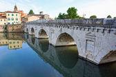 Historical roman Tiberius bridge over river in Rimini, Italy — Stock Photo