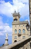 Palazzo pubblico y estatua de la libertad en san marino, Italia — Foto de Stock