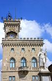 Palazzo Pubblico and Statue of Liberty in San Marino, Italy — Stock Photo